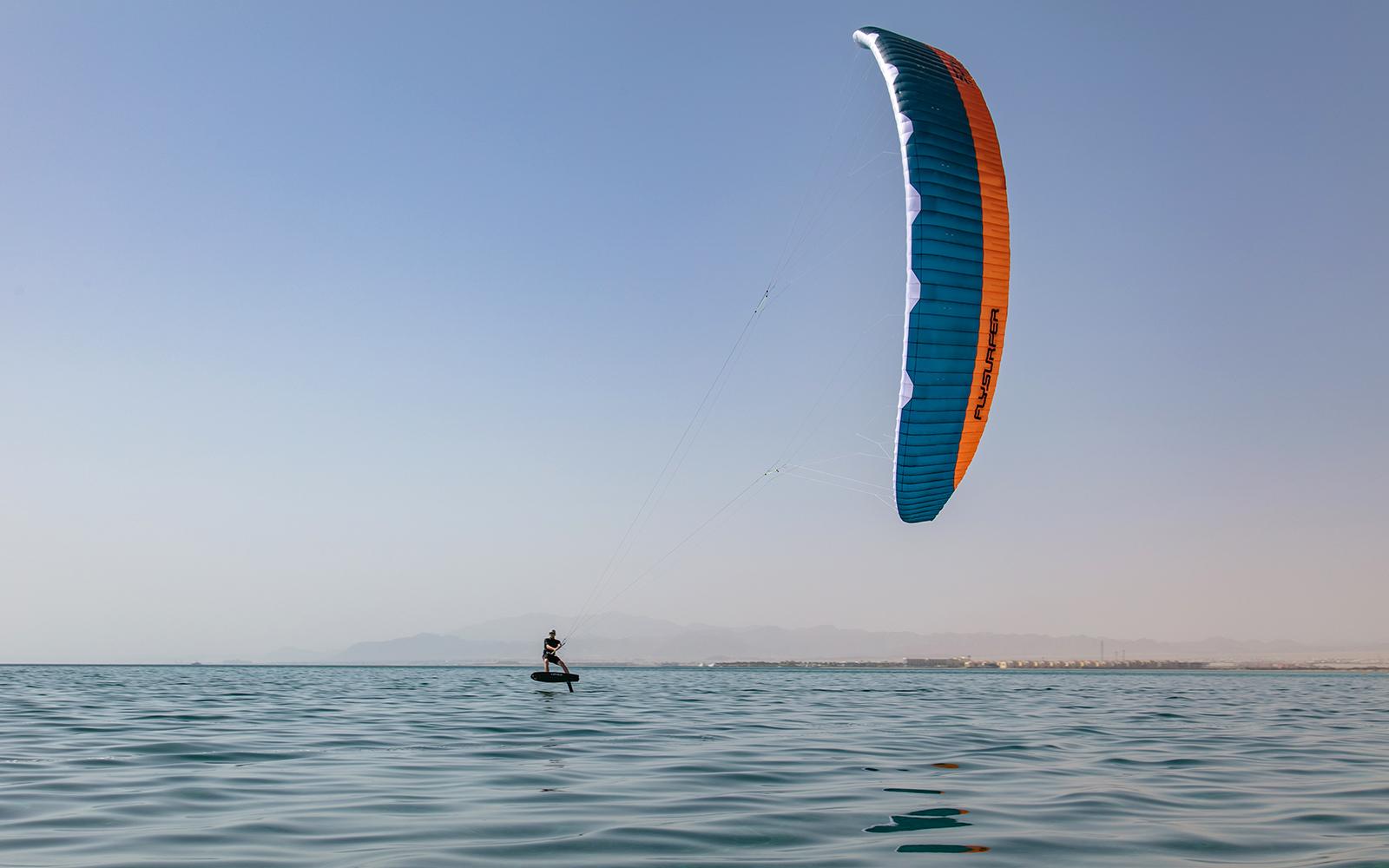 Light wind foiling (foilboarding)
